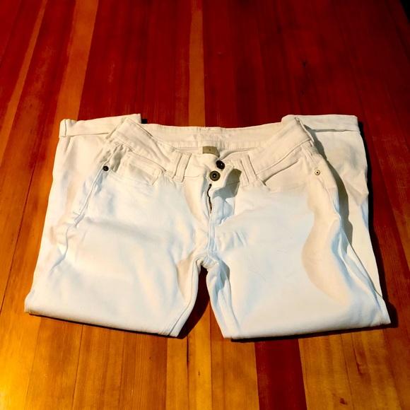 Women's white cuffed capri jeans